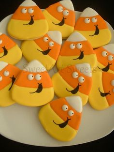 Halloween cookies - candy corn cookies - fall cookies - decorated cookie favors Who can resist these candy corn cookies with their adorable expressions? Perfect for your Halloween or fall party, great for the kids to take as Halloween fa Thanksgiving Cookies, Fall Cookies, Cut Out Cookies, Cute Cookies, Holiday Cookies, Cupcake Cookies, Flower Cookies, Thanksgiving Deserts, Summer Cookies