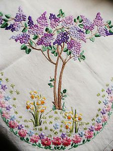 Vintage-Hand-Embroidered-Linen-Tablecloth-LILAC-amp-DAFFODIL-FIELDS-40-034-X-41-034