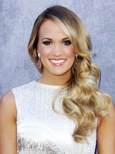Carrie Underwood gives birth and shares an ADORABLE first photo of her son!