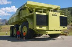 The World's Largest Truck.It was up until Caterpillar introduced the 797 in Terex Titan is located in Sparwood,British Columbia,Canada Dump Trucks, Big Trucks, Zombie Vehicle, Caterpillar Toys, Earth Moving Equipment, Tonka Toys, Large Truck, Industrial Machine, Engin
