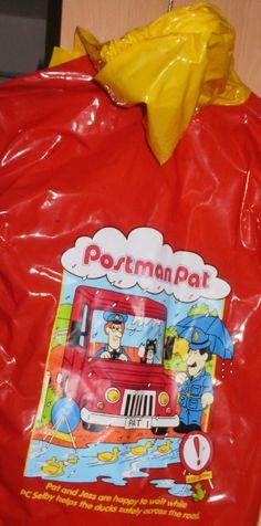 £4.00 Postman Pat Rain Mac  Age 4-5 http://www.mykids2yourkids.co.uk/kids-clothes-toys-amp-baby-stuff/boys-clothing/postman-pat-rain-mac-age-4-5-363.htm