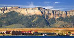 Puerto Bories (Chile): O Hotel The Singular Patagonia (www.thesingular.com/patagonia/puertonatales) oferece um pacote de 20 a 23 de janeiro que inclui transfer aeroporto-hotel, pensão completa, excursões, passeios para o Parque Nacional Torres del Paine e acesso ao spa. Também está incluído um jantar feito pelo chef brasileiro André Mifano. A partir de US$ 2.145 (R$8.336,57, em valores convertidos em 15/12/2015) por pessoa, em acomodação dupla. Reservas: goute@goute.com.br ou (11)…
