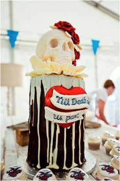 Rock Star wedding theme-scull cake