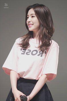 Irene // Red Velvet her hair *-* Seulgi, Kpop Girl Groups, Korean Girl Groups, Kpop Girls, Red Velvet Irene, Ulzzang Girl, Asian Beauty, Asian Girl, Asian Ladies