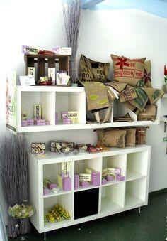 www.ladenkonzept.at Shelving, The Unit, Home Decor, Things To Do, Shelf, Creative, Shelves, Shelving Racks, Interior Design