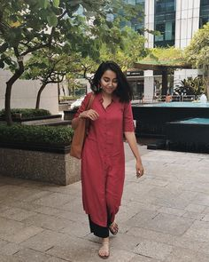 Image may contain: 1 person, standing and outdoor Dress Indian Style, Indian Dresses, Indian Outfits, Latest Salwar Kameez Designs, Kurta Designs Women, Casual Indian Fashion, Classy Suits, Kurti Styles, Indian Designer Suits
