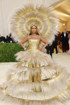 """The 2021 #MetGala is here! Fashion's biggest night is back and bigger than ever. The theme is """"In America: A Lexicon of Fashion,"""" a true celebration of American fashion. Tap to see every single #celebrity #redcarpet look that wows. Keke Palmer, Anna Wintour, Vogue, Celebrity Dresses, Celebrity Style, Celebrity Couples, Eiko Ishioka, Valentino Gowns, Dior"""