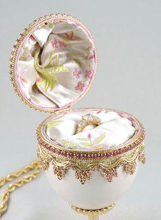 "❣"" Pink Engagement Ring Box, Pink Presentation Box, Wedding Ring Box, Cla... http://etsy.me/2rc9XMN"