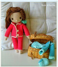 Isabella - My crochet doll - Mijn gehaakte pop - pyjama