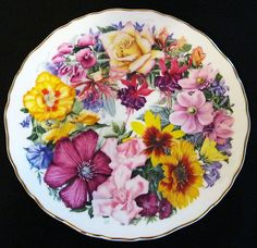 "Royal Albert Collectors Plate ""A Bouquet for The Queen Mother"" Birthday Bouquet"
