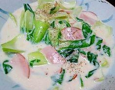 「チンゲン菜とハムの牛乳クリーム煮」盛り付け後にも、こしょうを一振りすると味がグッとしまります【楽天レシピ】