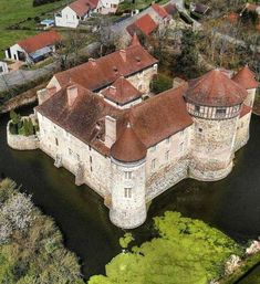 Beautiful Homes, Beautiful Places, Medieval Houses, Castle Ruins, Abandoned Castles, Fortification, Rhone, Vacation Places, Classic House