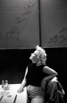 Marilyn Monroe in a New York City restaurant -- March 1955 (photo by Michael Ochs)