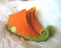 Elf Slippers, Felted Slippers, Felt Diy, Felt Crafts, Nuno Felting, Needle Felting, Woolen Craft, Fairy Shoes, Elf Shoes