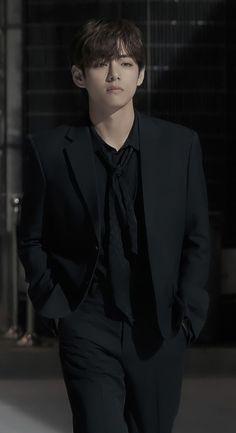 Bts Taehyung, Taehyung Photoshoot, Kim Taehyung Funny, Foto Jungkook, Foto Bts, V Bts Cute, V Bts Wallpaper, Bts Playlist, Most Handsome Men