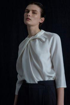 The complete Partow Pre-Fall 2020 fashion show now on Vogue Runway. Vogue Paris, Vogue Mexico, Fashion 2020, Fashion Trends, Fashion Images, Fashion News, Fashion Details, Fashion Design, Vogue Russia