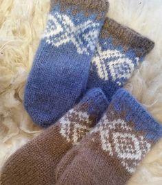 Jeg har fått dilla på disse mariusvottene, lette å strikke og morsomt å sette sammen forskjellige farger  #mariusvotter #mariusstrikk #strikkeglede #strikking #knitting #votter #mittens #sandnesgarn #fritidsgarn