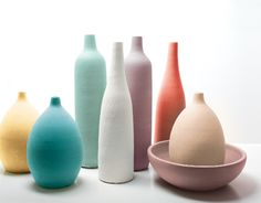 Des bouteilles multicolores décoratives