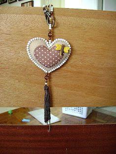 Nina Menina: Coração de feltro com miçanga