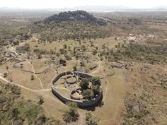 This week we head into Zimbabwe, where archaeologist Dr. Daniel Löwenborg takes us to the Great Zimbabwe World Heritage Site and its associated features. Historical Architecture, Ancient Architecture, Zimbabwe History, Royal Animals, 14th Century, West Africa, Science And Nature, World Heritage Sites, Wonders Of The World