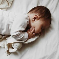 baby photo while sleeping that is precious cute and sweet - perfect newborn picture Yoga Bebe, Baby Pictures, Baby Photos, Newborn Pictures, Little People, Little Ones, Little Babies, Cute Babies, Chubby Babies