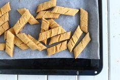 Yksi parhaista - Wilhelmiina-keksit munattomina - Suklaapossu Easy Baking Recipes, Cornbread, Cake, Ethnic Recipes, Sweet, Christmas, Food, Millet Bread, Candy