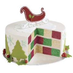 Sleigh bells will ring with this Checkerboard Christmas cake :) @Wilton Cake Decorating #wiltonchristmas #shareyourcreativity #wiltoncookieelf