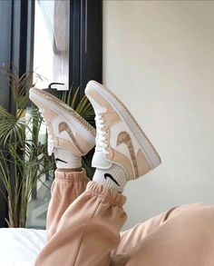 Aesthetic Shoes, Beige Aesthetic, Aesthetic Clothes, Moda Sneakers, Cute Sneakers, Cute Nike Shoes, Nike Air Shoes, Brown Nike Shoes, Af1 Shoes