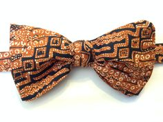 Free style bow tie in an Arrican print by ReiserCreations on Etsy