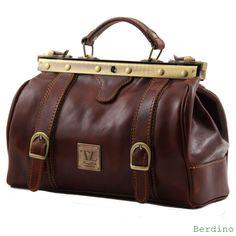 Prachtige leren tas, gemaakt in Italië. Plantaardig gekleurd volgens traditionele Toscaanse traditie. -