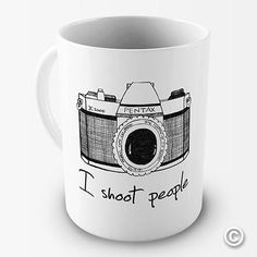 : I Shoot People Camera Photography Novelty Funny Mug Tea Coffee Gift Office Cup: Kitchen & Dining Photography Gifts, Camera Photography, People Photography, Digital Photography, Novelty Mugs, Gifts For Photographers, Cool Mugs, Gifts For Office, Coffee Gifts