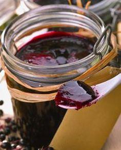 GELEE DE SUREAU (1 kg de baies noires de sureau, 500 g de sucre, 1 sachet de pectine, Le jus d'1/2 citron)