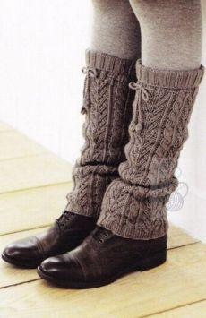 Вязаные гетры Crochet Boots, Knit Crochet, Fluffy Socks, Crochet Leg Warmers, Knit Shoes, Boot Cuffs, Knitting Socks, Knit Patterns, Legs