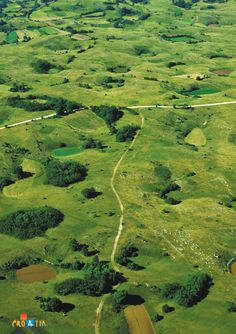 The green grounds of Istria Croatia Tours, Croatia Itinerary, Croatia Travel, Beautiful World, Beautiful Places, Plitvice Lakes National Park, Split Croatia, Languedoc Roussillon, Paradise On Earth