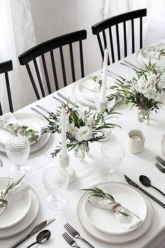 Easy ideas for creating a modern minimal table setting. Tablescapes, Minimalism, Table Settings, Simple, Modern, Ideas, Place Settings, Thoughts, Table Arrangements