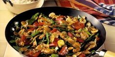 Learn how to prepare this easy Chicken, Vegetable, and Cashew Stir-Fry recipe like a pro. With a total time of only 20 minutes, you'll have a delicious dinner ready before you know it. Wok Recipes, Stir Fry Recipes, Vegetable Recipes, Healthy Dinner Recipes, Chicken Recipes, Cooking Recipes, Recipies, Sushi Comida, Salad Dishes