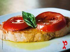 Bruschetta al pomodoro fresco | garlic bread with tomatoes.