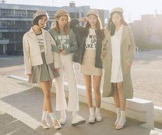 ลุตสวยเท่ๆ แบบซอฟต์ๆ Korean Best Friends, Best Friend Outfits, Group Of Friends, Korean Fashion Trends, Korean Outfits, Matching Outfits, Mix Match, Girl Photos, Ulzzang