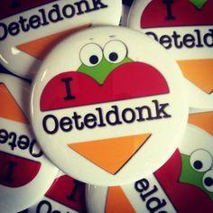 """Voor de echte Oeteldonkers! Button """"I love Oeteldonk"""". Exclusief bij Kwakbol.com"""