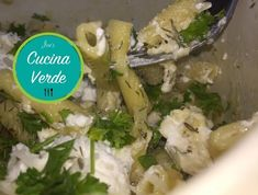One Pot Makkaroni - Rezept von Joes Cucina Verde Pasta, Chicken, Meat, Food, Macaroni Recipes, Onion, Eten, Noodles, Meals