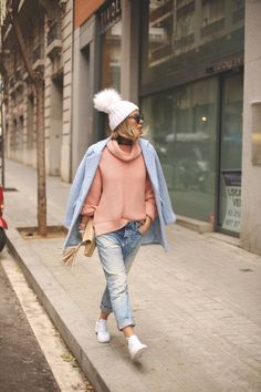 lady outfit Jean Outfits, Winter Outfits, Casual Outfits, Winter Clothes, Boyfriend Jeans Outfit, Modern Hijab Fashion, Blue Coats, Winter Looks, Minimalist Fashion