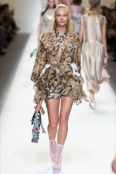 Sfilata Fendi Milano - Collezioni Primavera Estate 2017 - Vogue