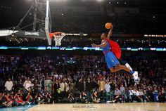 """Dwight Howard- Orlando Magic """"Superman"""" took flight and took the dunk contest to new heights Dwight Howard, Nba Pictures, Basketball Pictures, Nba Slam Dunk Contest, Best Dunks, Challenges Funny, Basketball Information, American Sports, Orlando Magic"""