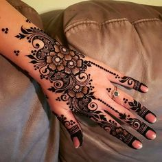 Are you looking for easy mehndi designs for eid that you can try at home? We have collected some of the simple and elegant look mehndi designs for you. Pretty Henna Designs, Floral Henna Designs, Mehndi Designs Book, Modern Mehndi Designs, Mehndi Designs For Fingers, Mehndi Design Images, Beautiful Mehndi Design, Mehndi Designs For Hands, Mehandi Designs
