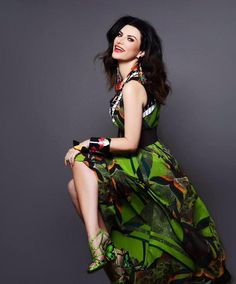 """√ Laura Pausini, il 5 dicembre dal vivo a Miami per il """"Grand Slam Party Latino"""" Singing Contest, Pop Singers, Record Producer, High Waisted Skirt, Miami, Fashion Beauty, Wrap Dress, Short Sleeve Dresses, Actresses"""