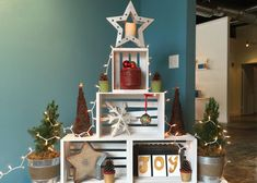 This Crate and Pallet Christmas Tree is a great Christmas decorating idea for a small space. Get more ideas from The Home Depot Garden Club.