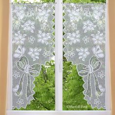 Scheme on checkered paper to realize the curtains with floral motif and crochet butterfly butterflie Filet Crochet Charts, Crochet Borders, Crochet Motif, Crochet Doilies, Crochet Lace, Crochet Patterns, Crochet Curtain Pattern, Crochet Curtains, Beaded Curtains
