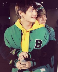 This pains me just to see Taehyung in pain. But I wanna thank Jimin for being a good friend to Taehyung 💜💜💜 V Taehyung, Bts Jungkook, Namjoon, Bts Vmin, K Pop, Block B, Foto Bts, Taekook, Got7