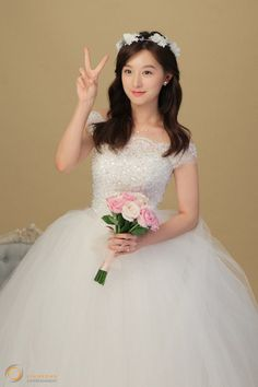 Kim Ji Won becomes a young bride in behind-the-scenes cuts for jewelry brand 'Mollis' Beautiful Girl Image, Beautiful Bride, Korean Beauty, Asian Beauty, Kim Na Hee, Korean Girl, Asian Girl, Fluffy Wedding Dress, Koo Hye Sun