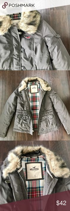 Hollister Down Jacket Hunter green down jacket from Hollister size S. Removable faux fur collar. Excellent condition. Hollister Jackets & Coats Puffers